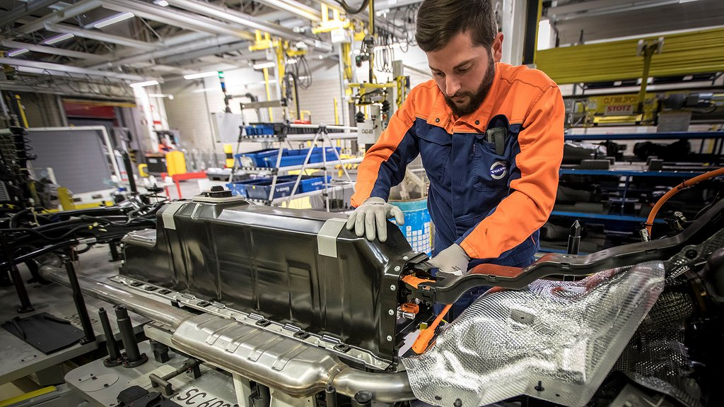 Plug-in hybrid battery pack mounted in an XC40 at Volvo Cars' Ghent plant