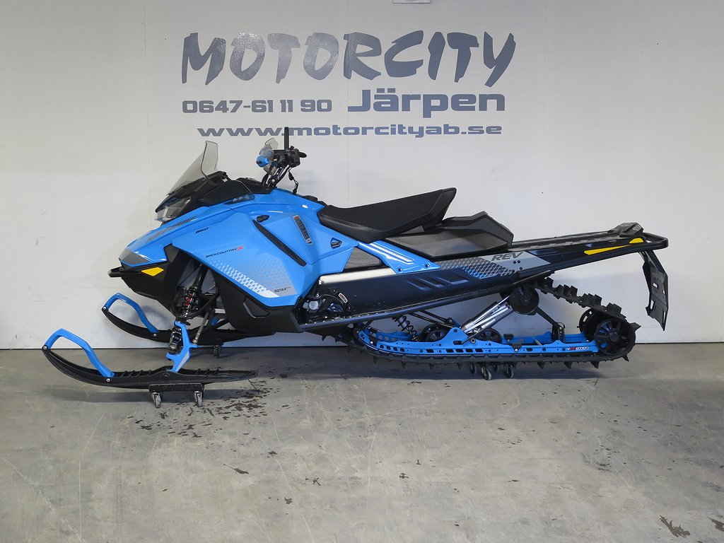 "Ski-doo Renegade Backcountry X 850 146"" -19 NY"