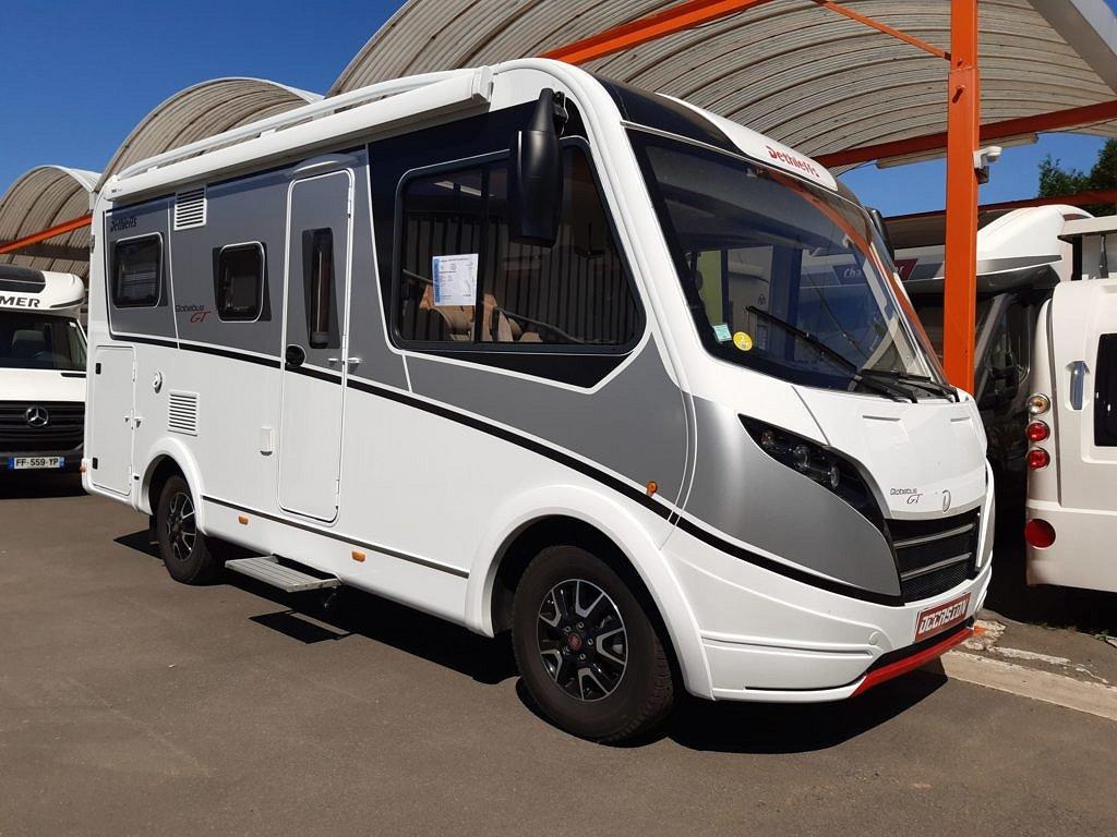 Dethleffs Globe bus