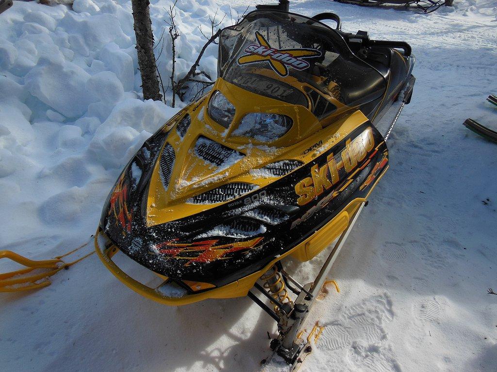 Ski-doo renegade 800