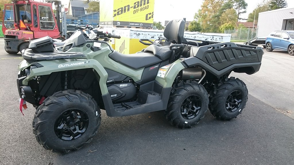 Can-Am Outlander Pro 6x6 Max Traktor