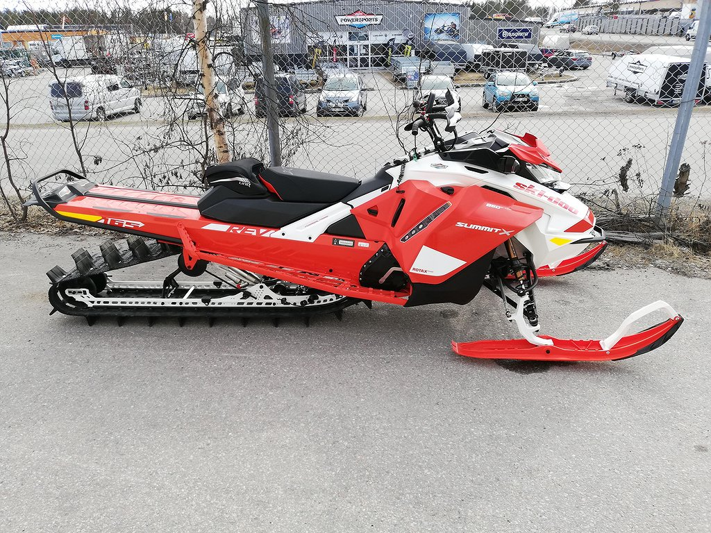 "Ski-doo Summit X 165"" 850  expert shot"