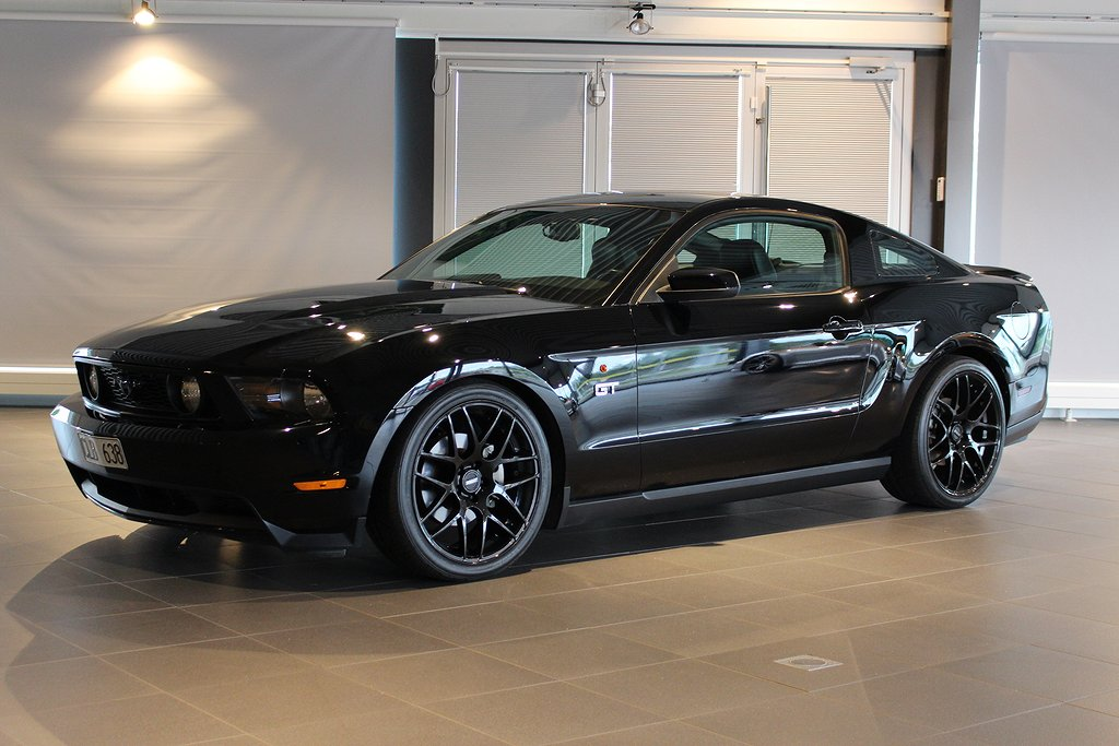 Ford Mustang GT 4. 6 V8 320HK Automat