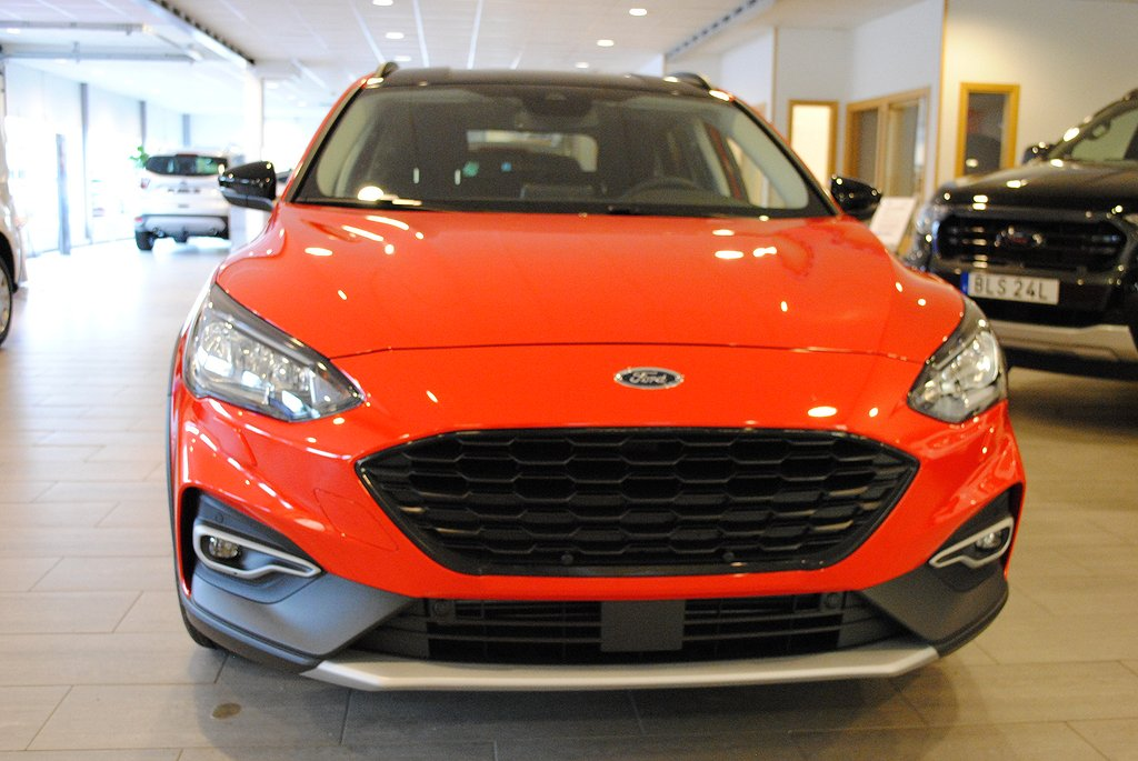 Ford Focus Active 1.0T EcoBoost Aut 125hk Launch Edition*Drag/Demo*