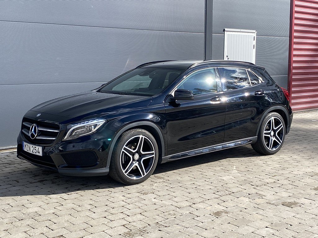 Mercedes-Benz GLA 220 D AMG 4matic / Panorama / Drag