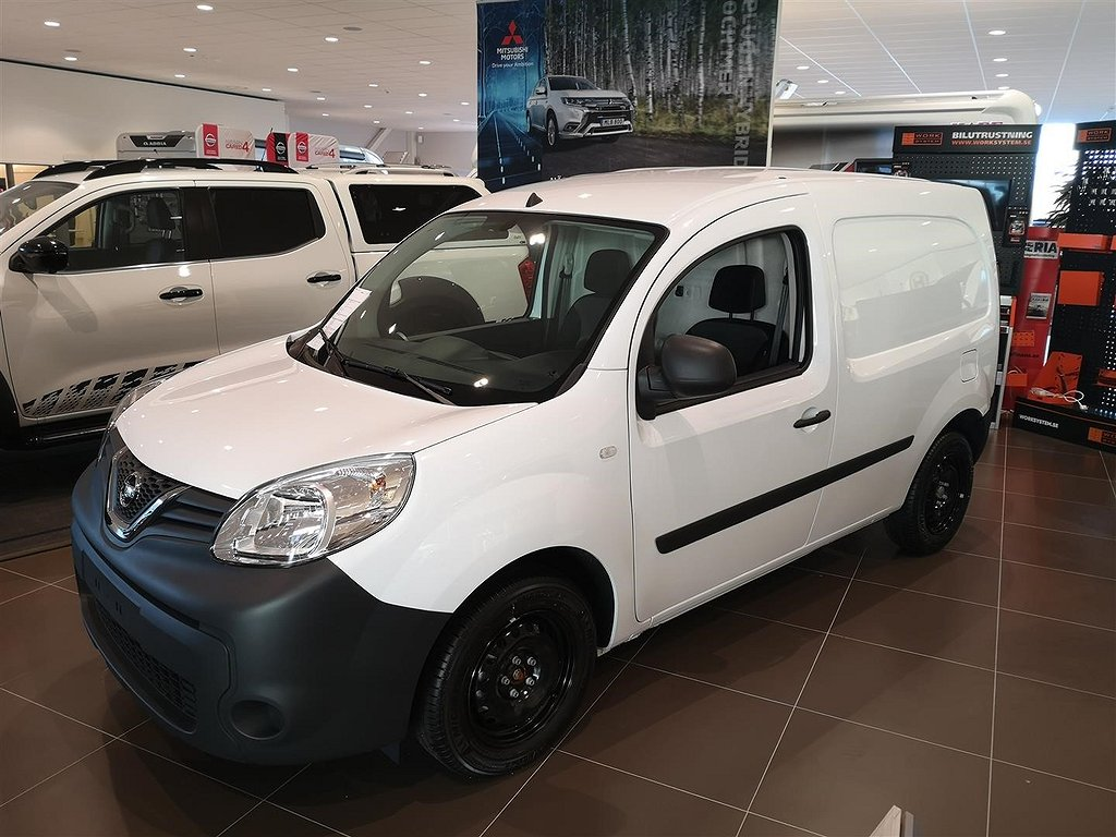 Nissan NV250 95hk L1 Blind 6MT SSD FD Working Star 3 Seats