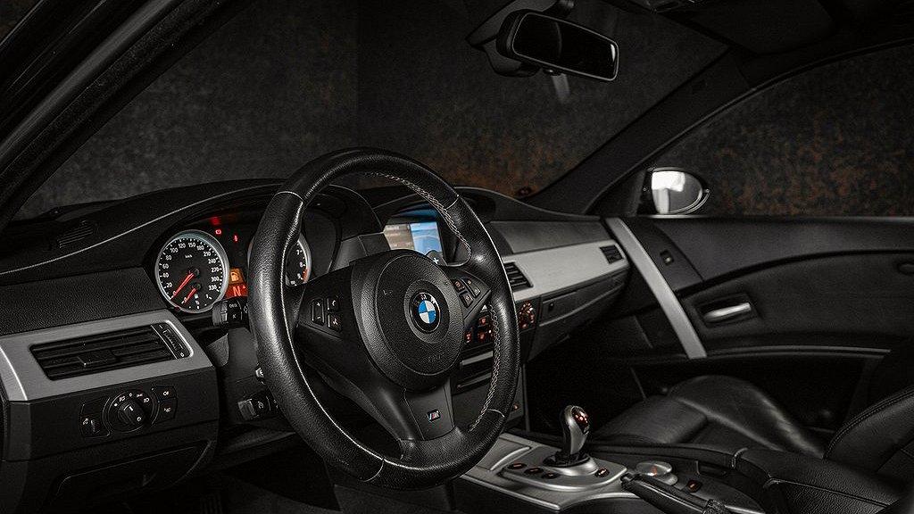 Interiören på BMW M5 från 2007