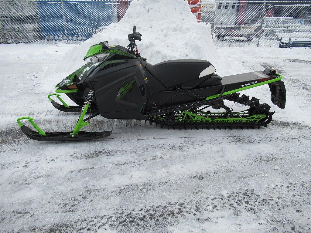 """Arctic Cat M8000 Snopro 153"""" *Superdeal*"""