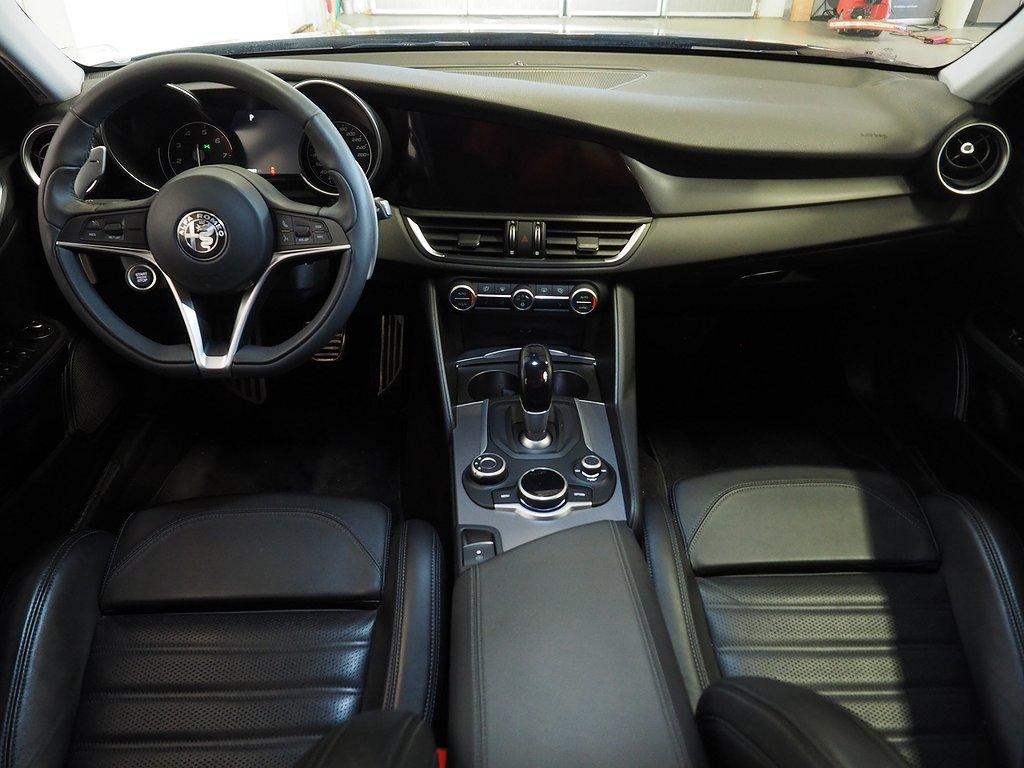 Alfa Romeo Giulia 2.0 TBi Q4 AUT Euro 6 280hk Backkamera GPS 2017