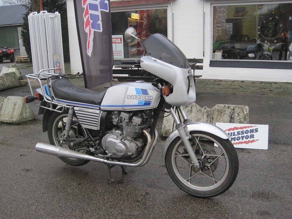 Suzuki GS 250 X