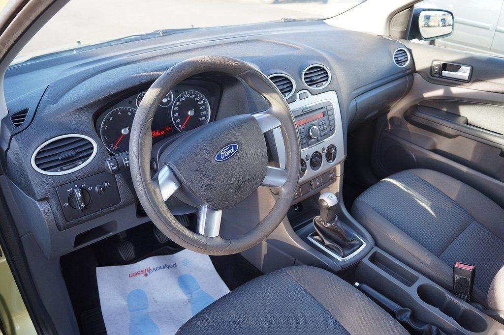 Ford Focus 1.8 Flexifuel 125hk 5-dörrars Halvkombi, Vinterhjul