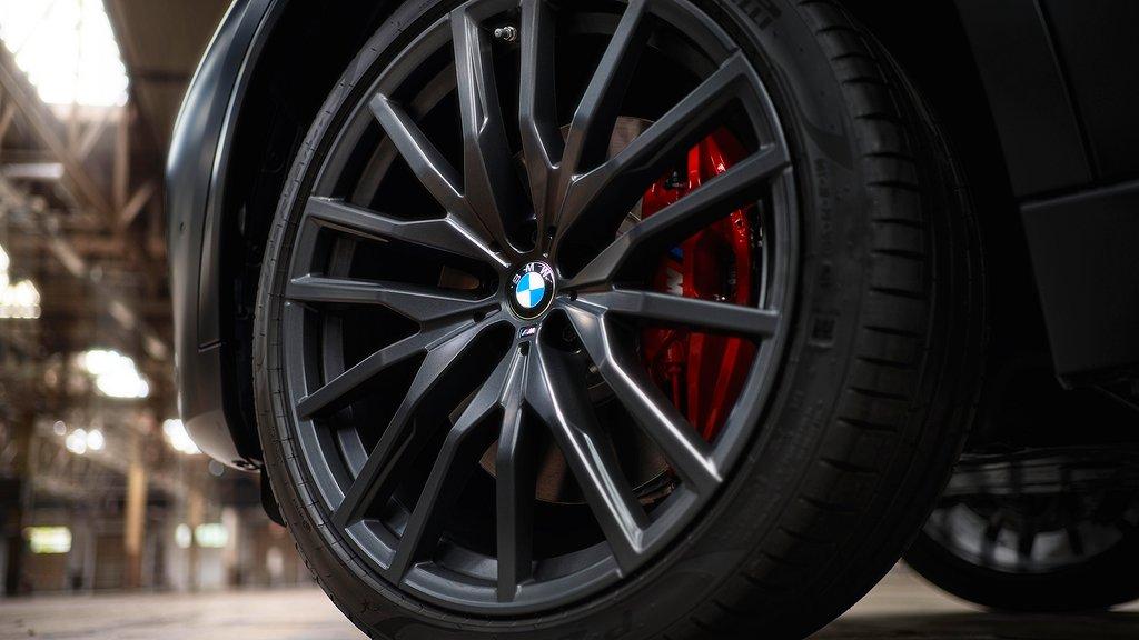 BMW X5 och X6 med Black Vermilion.