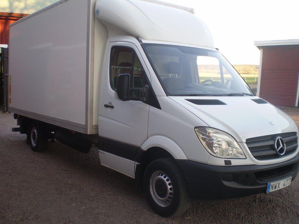 Mercedes-Benz 316 volymskåp bakgavellyft kyla/värme i skåp