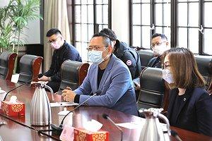 沃尔沃汽车集团全球高级副总裁、沃尔沃汽车亚太区总裁兼CEO袁小林出席捐赠仪式