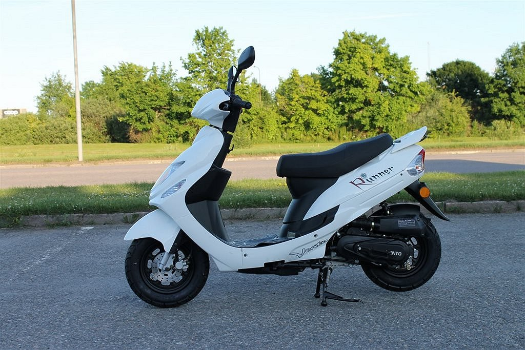 Vento Runner Scooter / EU Moped Vit