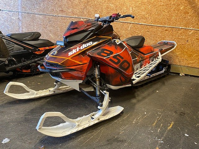 "Ski-doo Summit X 165"" 850 E-TEC"