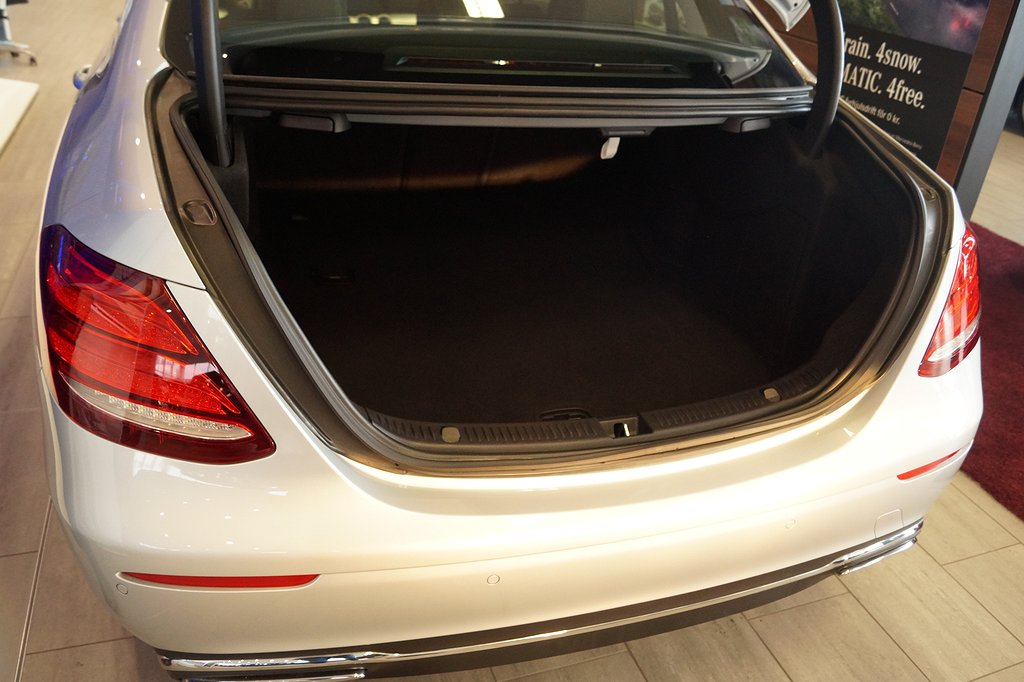 Mercedes-Benz E 220 d / COMAND Online / Multibeam /