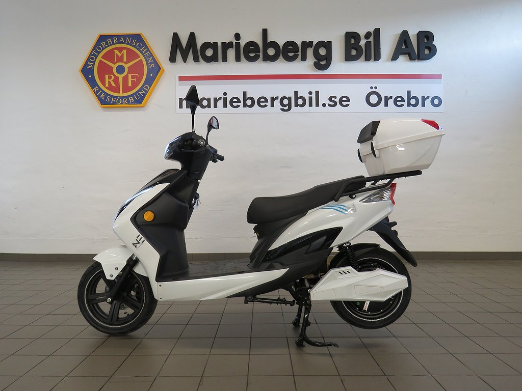 LV X1 /ELMOPED/3ÅRS GARANTI/RÄCKVIDD 50-70 KM/Grand TOURING