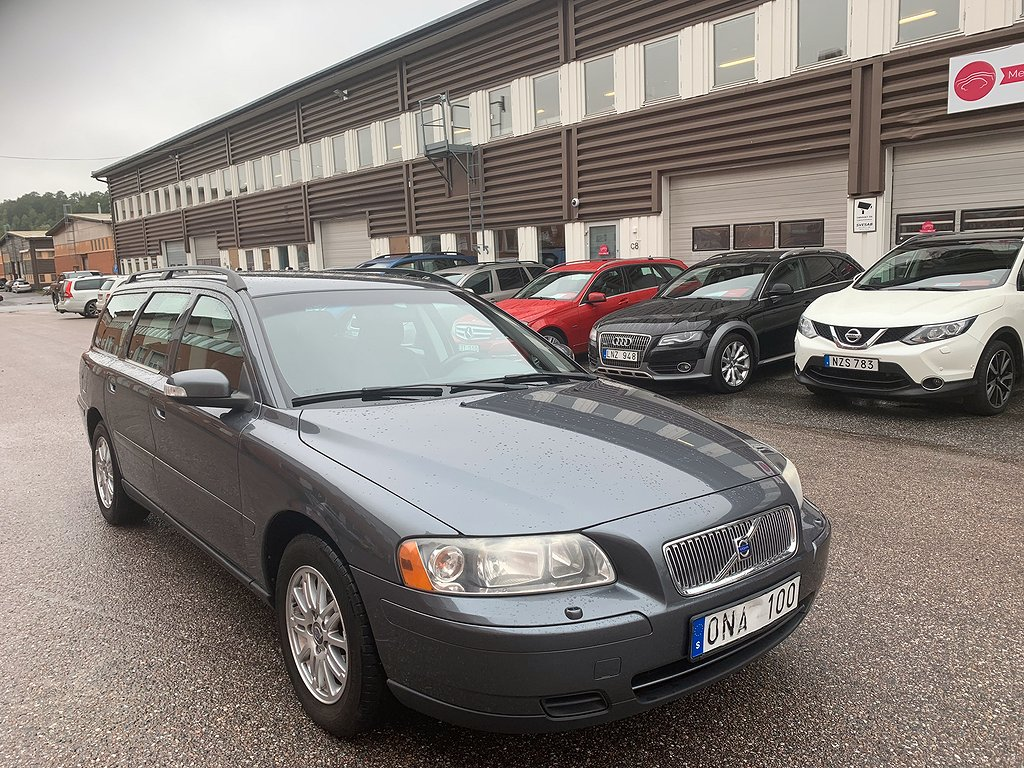 Volvo V70 2.4 Automat 170hk Lågmil Toppskick Drag