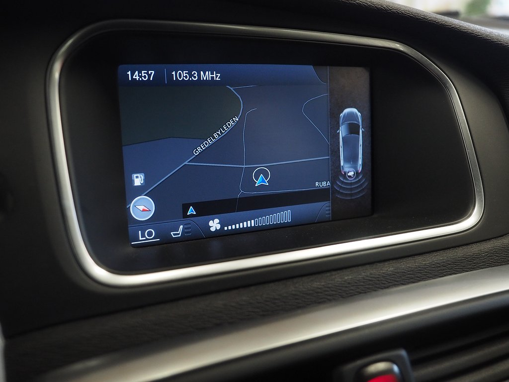 Volvo V40 T3 Momentum 150hk (Nav Voc Backkamera) 2014