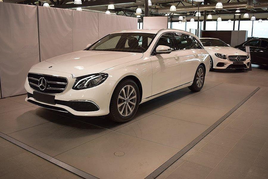 Mercedes-Benz E 200d // Dragkrok // Nav // Avantgarde