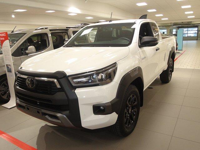 Toyota Hilux 2,8D Aut X-Cab 4WD Invincible