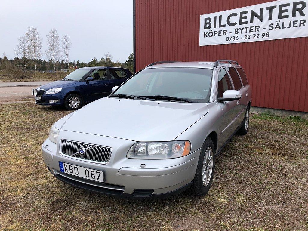 Volvo V70 2.4 Kinetic 170hk ny besiktad