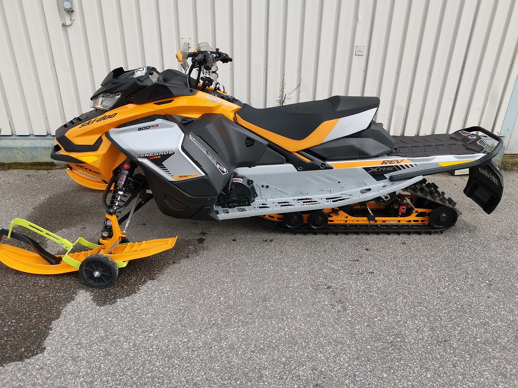 Ski-doo Renegade 900 ace turbo