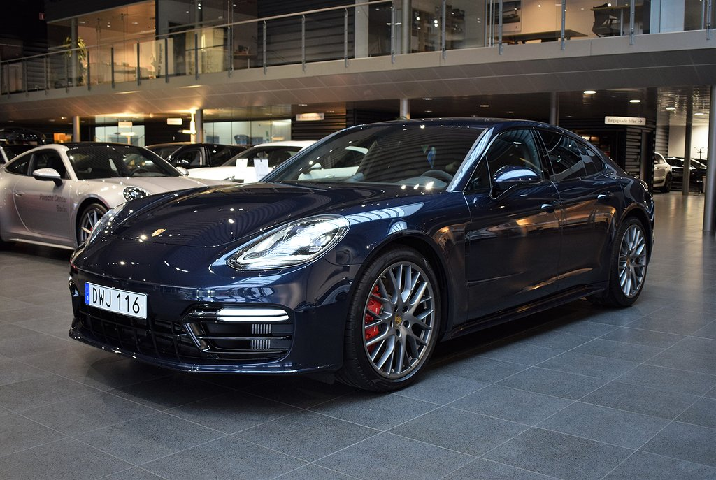 Porsche Panamera GTS // Demo