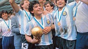 Diego Maradona efter att ha vunnit VM 1986.