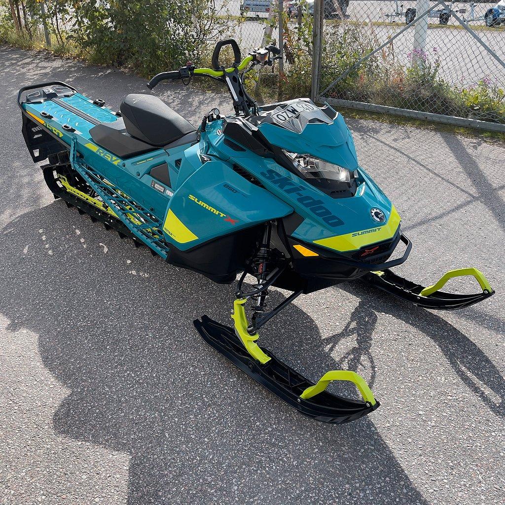 "Ski-doo SUMMIT X 154"" 850 Shot"