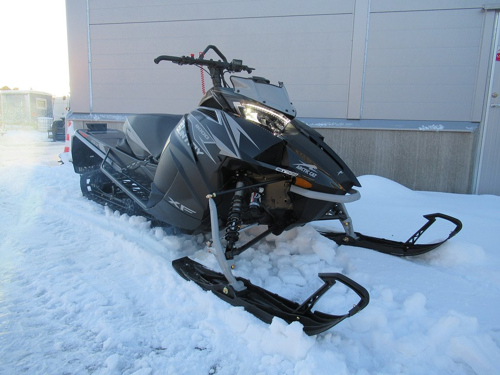 "Arctic Cat XF8000 High Country 153"" *Superdeal*"