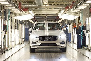 The first new XC60 rolls off the production line in Torslanda, Sweden
