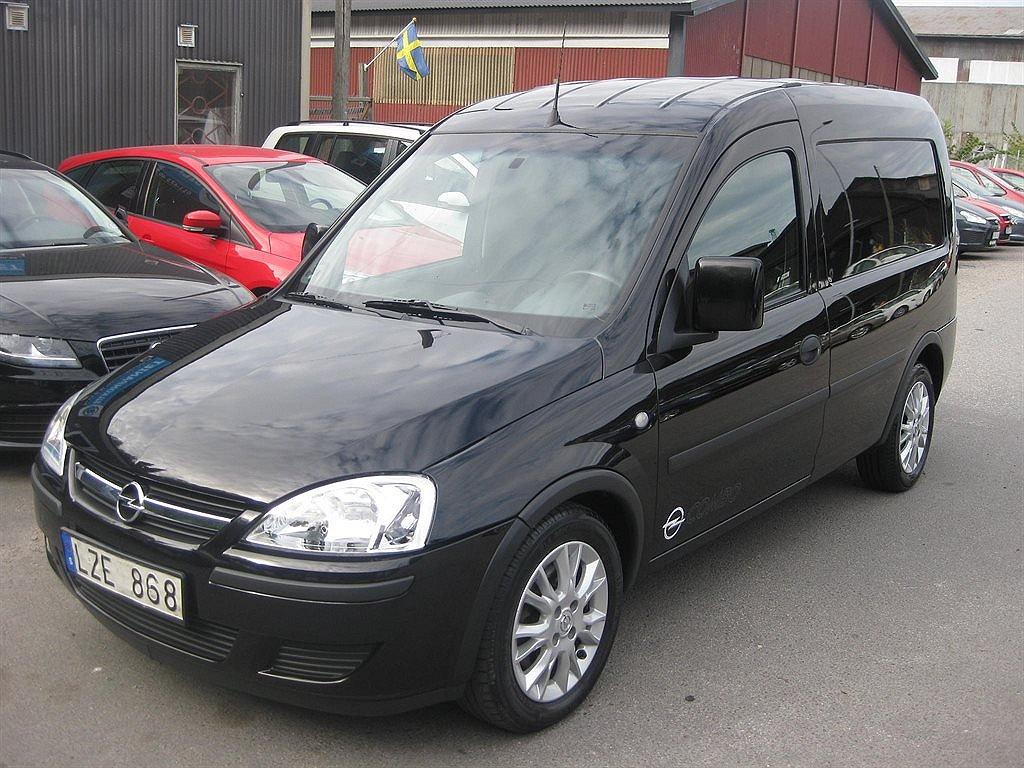 Opel Combo 1,3 CDTI AC/Skåp/V-däck