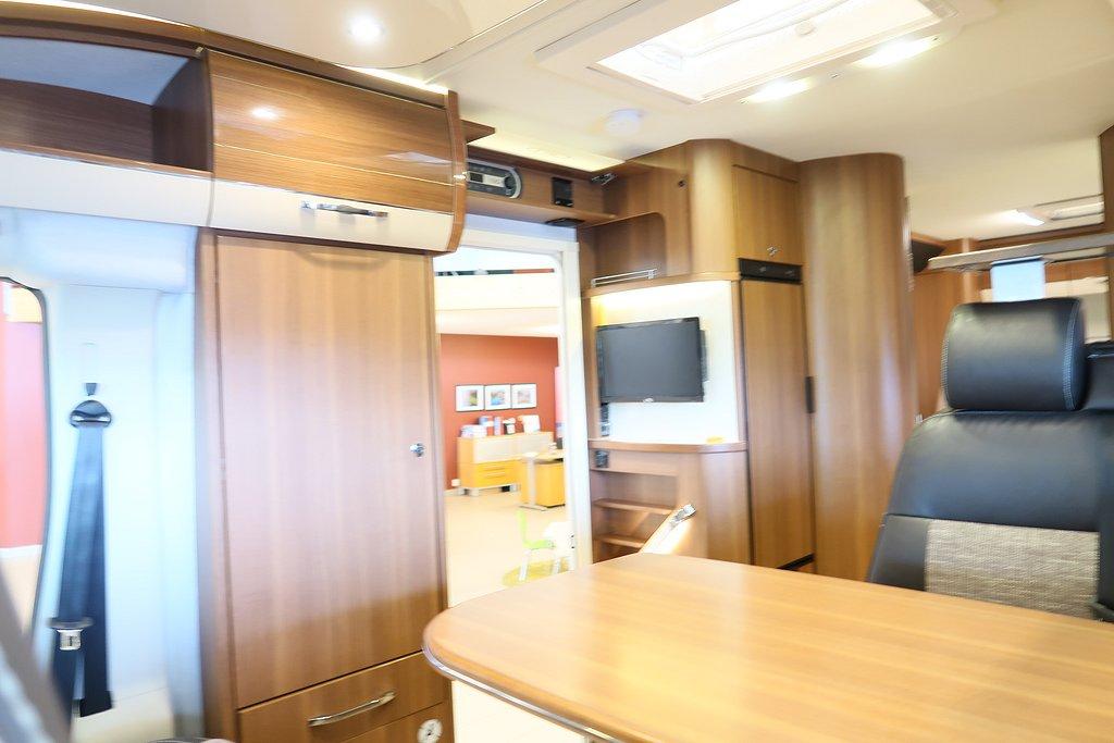Husbil-halvintegrerad LMC Cruiser Comfort T 732 ALDE 9 av 22