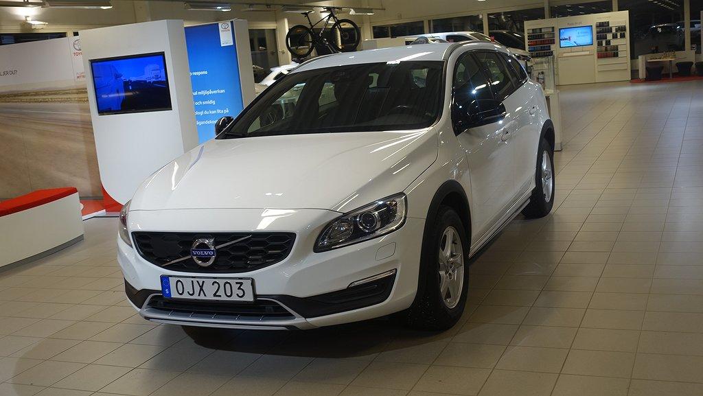 Volvo V60 Cross Country D4 AWD AUT BA MOMENTUM V-HJUL NAV VOC DRAG