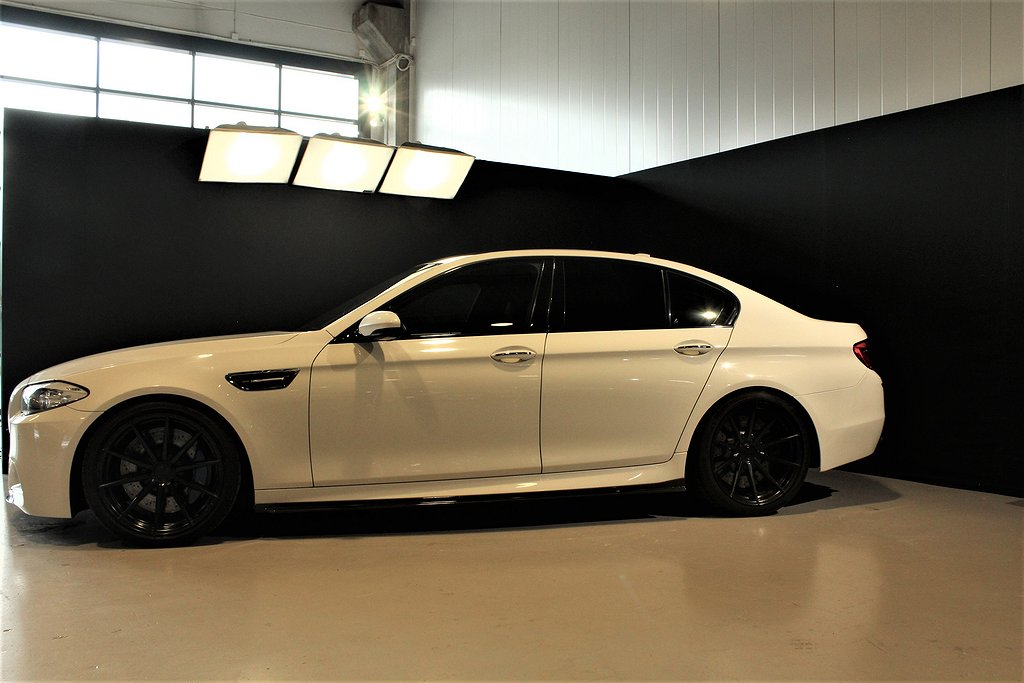 BMW M5 DCT 560hk Head-Up Sportavgassystem