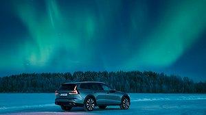Volvo kan slå två elbilar som Årets bil