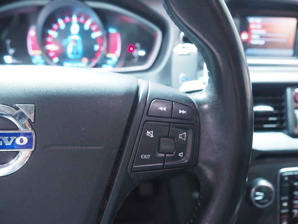 Volvo V40 T3 150hk Backkamera Helskinn 2013
