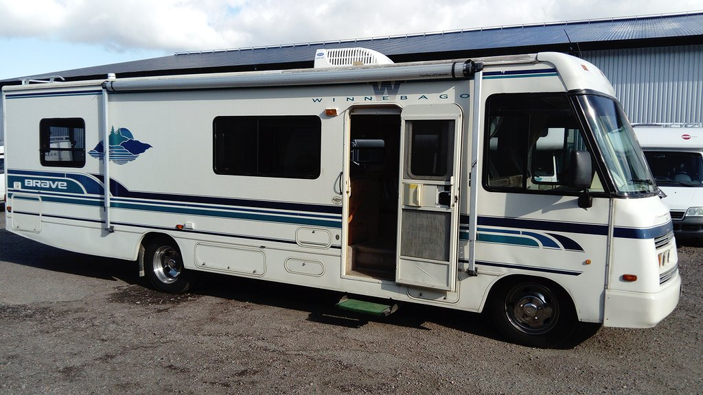Chevrolet Winnebago Brave 32