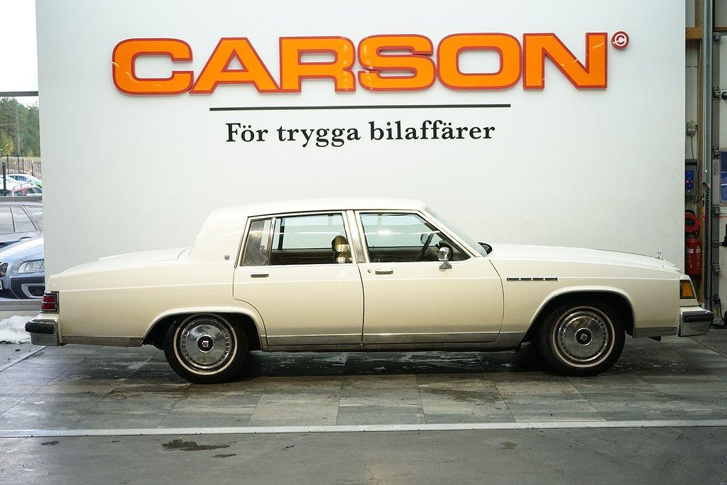 Limited Sedan 5.7 V8 Fint skick! Nylackerad!