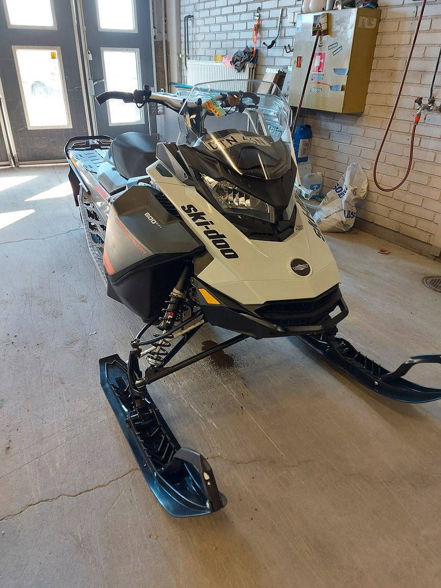 Ski-doo Backcountry Sport 600 EFI DEMO