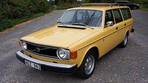 En Volvo 145 från 1974 säljs på Bilweb Auctions oktoberauktion. Foto: Bilweb Auctions.