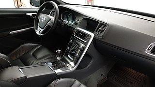 Volvo V60 D5 Black R (230hk) Momentum, R-Design