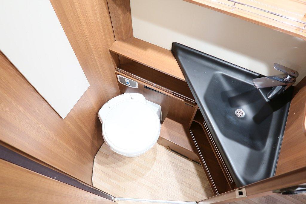 Husbil-halvintegrerad LMC Cruiser Comfort T 732 ALDE 19 av 22