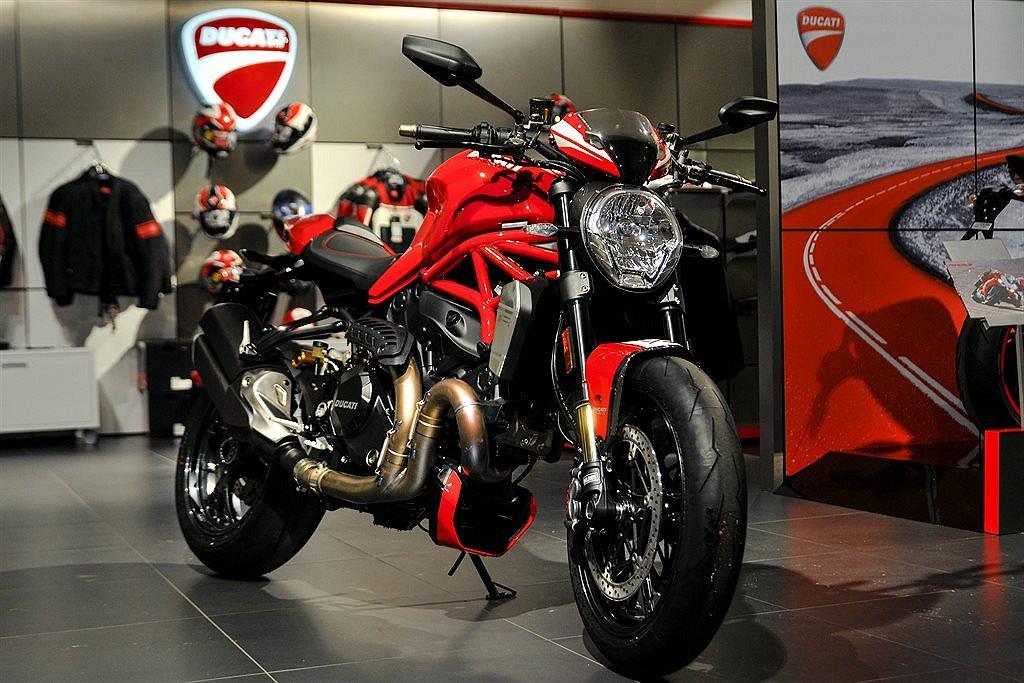 Ducati Monster 1200 R Förarutbildning!