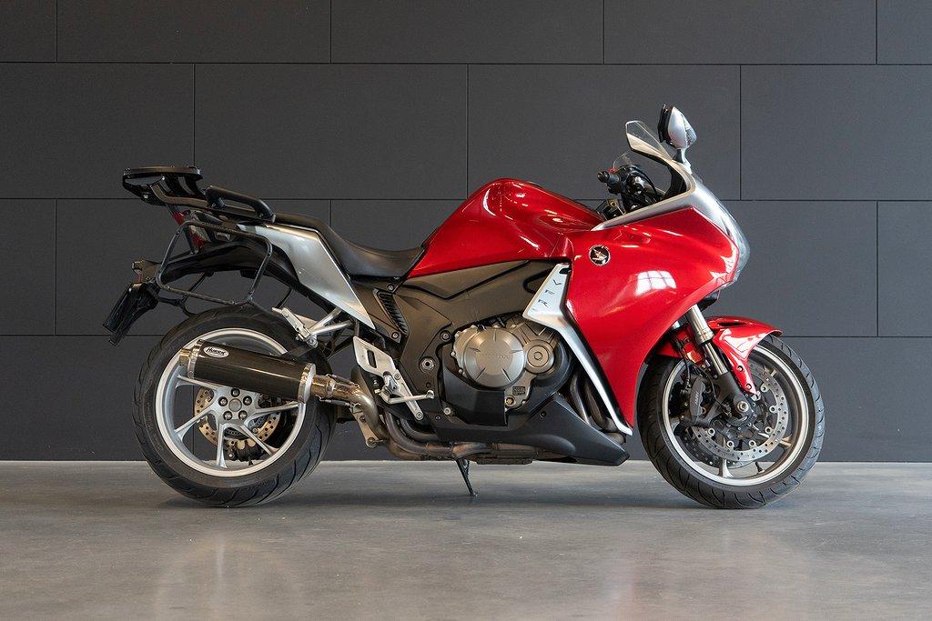 Honda Powersports VFR1200F 2 ägare / Hurric avgas / Väsk set
