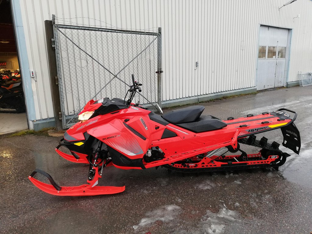 Ski-doo Summit X 154 850/Shot