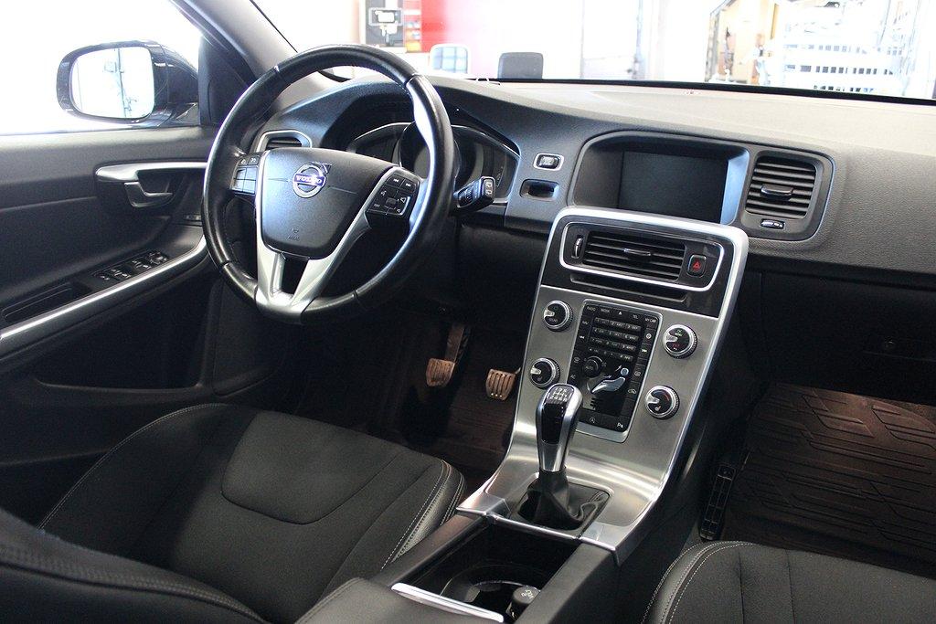 Volvo V60 Cross Country, D3 Momentum Taklucka