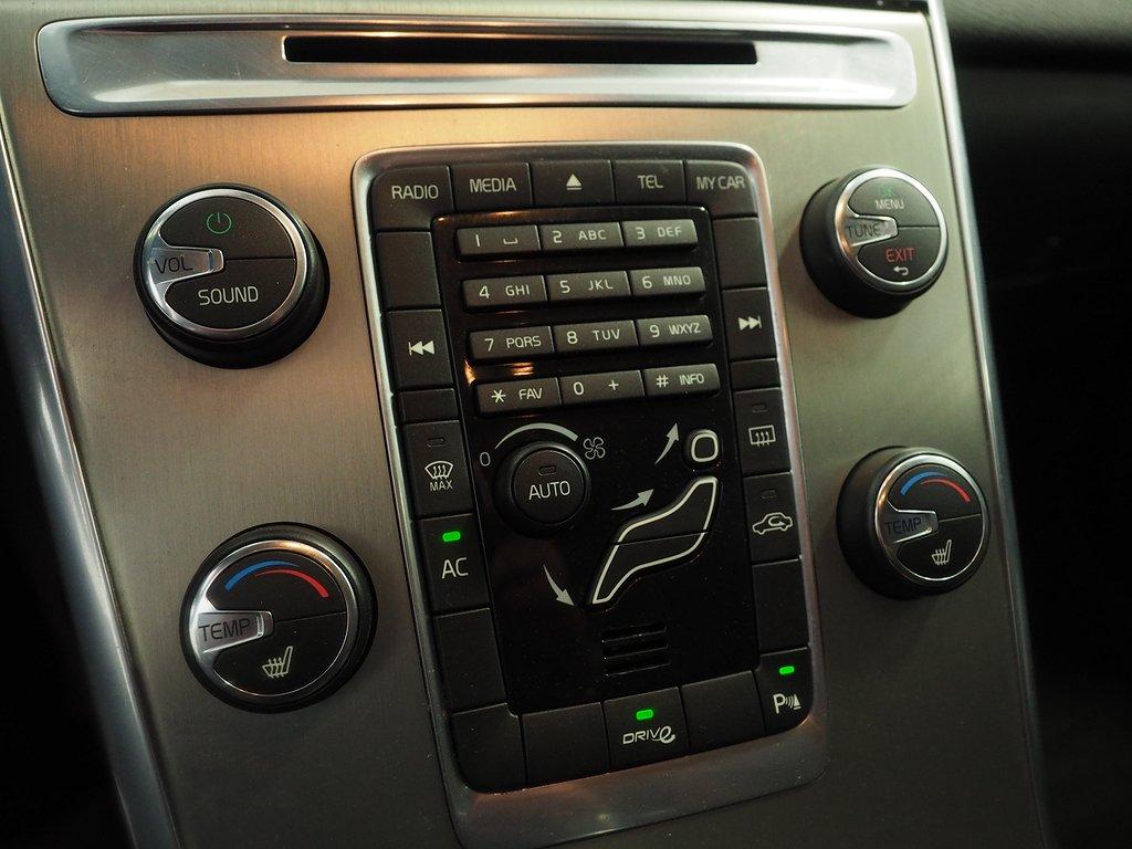 Volvo XC60 D3 Momentum 163hk (Dragkrok) 2012
